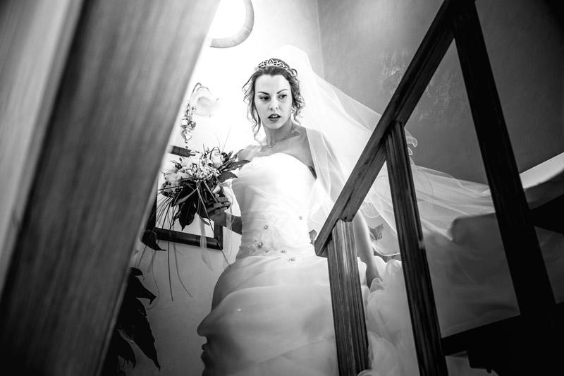 sposa scende le scale